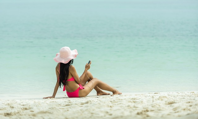 Get Swim Suit Ready with Holistic Health Tips & Non-Invasive Laser Treatments